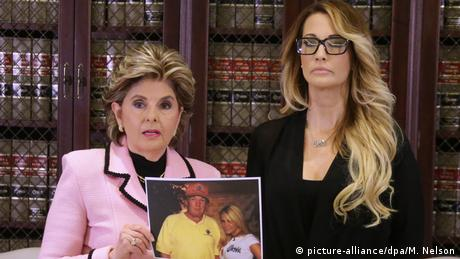 USA Los Angeles Jessica Drake (R) accuses Donald Trump of victimizing her with inappropriate (picture-alliance/dpa/M. Nelson)
