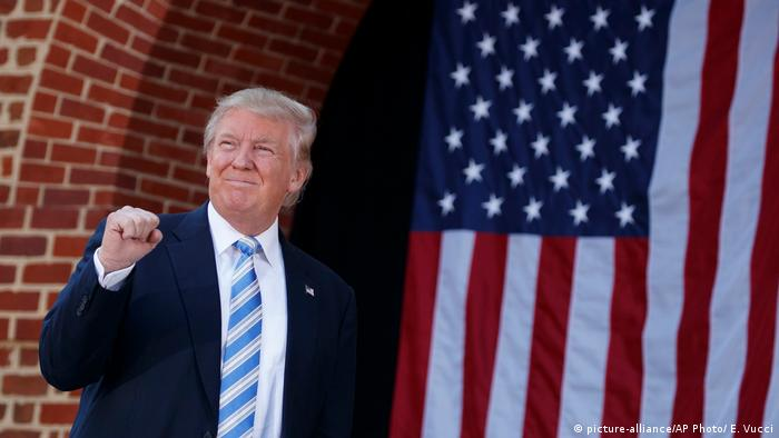 USA Virginia Beach Donald Trump (picture-alliance/AP Photo/ E. Vucci)