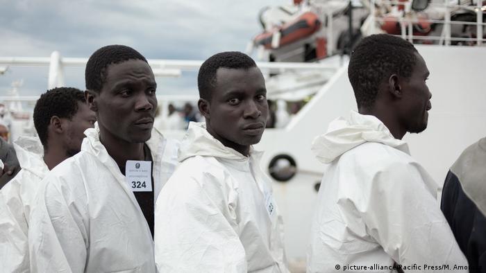 Беженцы, прибывшие в Неаполь
