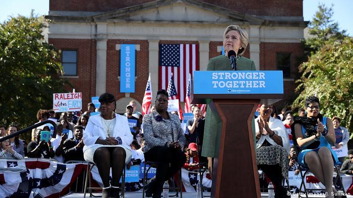 USA North Carolina Raleigh Wahlkampf Präsidentenwahl Hillary Clinton (Getty Images/J. Sullivan)