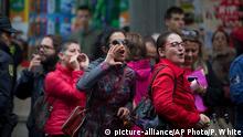 Proteste vor der Parteizentrale der PSOE gegen die Duldung der konservativen Regierung durch die Sozialisten
