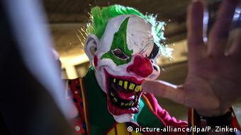 Horror-Clown (picture-alliance/dpa/P. Zinken)