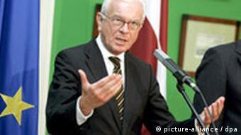 Hans Gerd Poettering speaking at a podium in August, 2008