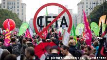 Demonstrationen gegen die Freihandelsabkommen der EU gab es schon an vielen Orten - hier in Berlin