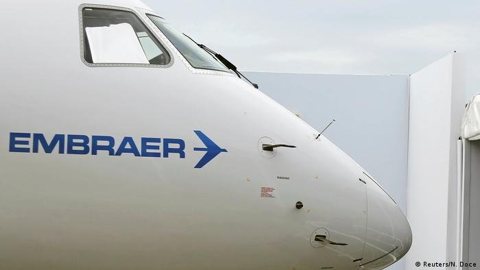 Símbolo da Embraer em aeronave