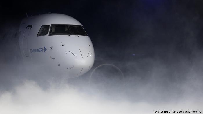 La empresa aeronáutica brasileña Embraer paga multa de 107 millones de dólares a las autoridades estadounidenses para que que retiren acusación de prácticas corruptas. 24.10.2016
