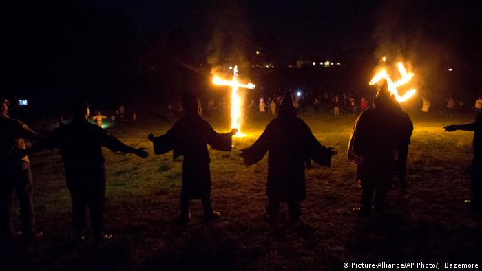 Mitglieder des Ku Klux Klan (Picture-Alliance/AP Photo/J. Bazemore)