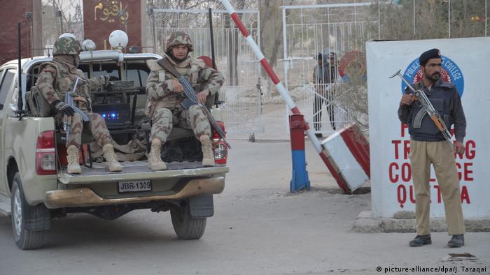 Pakistan Anschlag auf Polizeischule (picture-alliance/dpa/J. Taraqai)