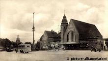 BdT Stralsund in Mecklenburg Vorpommern, Blick auf den Bahnhof, Busse