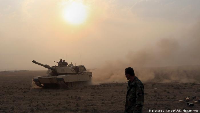 Irak - Angriffsvorbereitungen in Mossul (picture-alliance/AP/K. Mohammed)