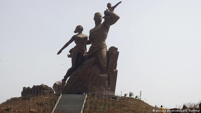 Монумент африканского возрождения в Сенегале