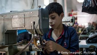 Türkei | Syrische Flüchtlingskinder arbeiten in einer Textilfabrik in Gaziantep (Getty Images/C. McGrath)