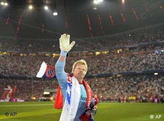 Оливер Кан прощается с болельщиками на мюнхенском стадионе