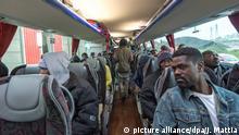 Frankreich Jungle Calais wird abgebaut und die Migranten auf Aufnahmezentren verteilt