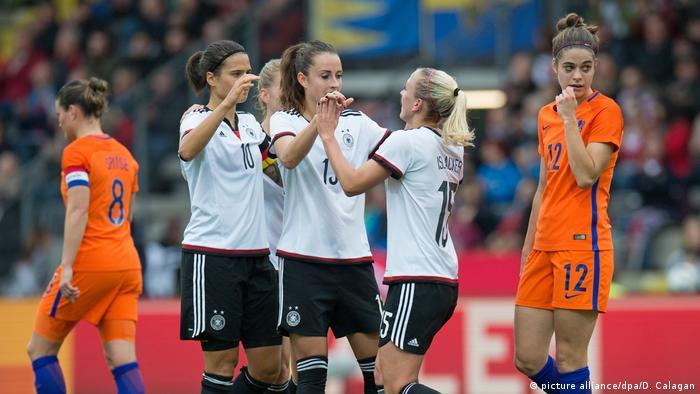 Deutschland Frauenfussball Deutschland gegen Niederlande (picture alliance/dpa/D. Calagan)