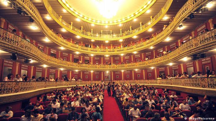 BG Theaterbauten in Brasilien ( imago/Fotoarena)