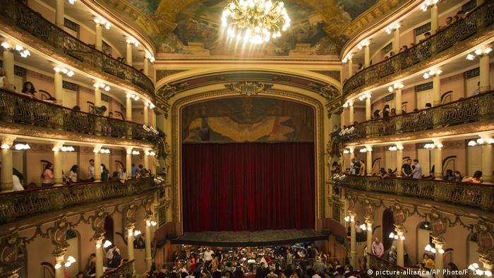 BG Theaterbauten in Brasilien (picture-alliance/AP Photo/F. Dana)