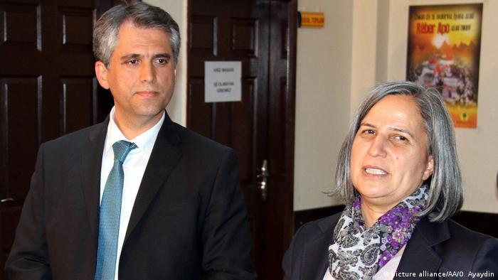 Lokale Wahlen in der Türkei Gulten Kisanak (R) und Firat Anli (L) (picture alliance/AA/O. Ayaydin)