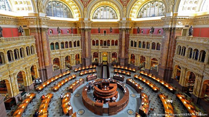 Hauptlesesaal der Kongressbibliothek in Washington (picture-alliance/JOKER/H. Khandani)