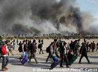 Біженці залишають табір у Кале, жовтень 2016 року