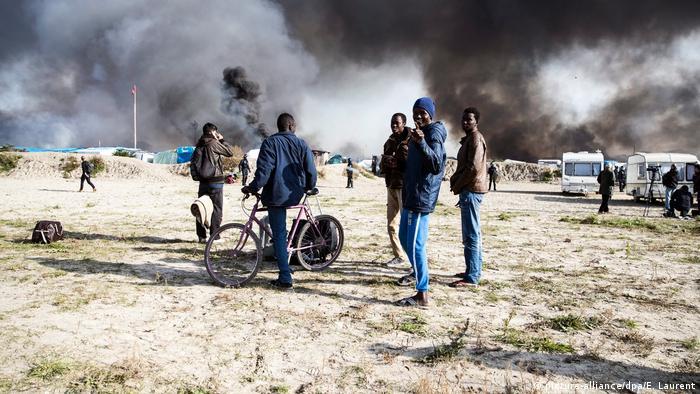 Calais Räumung (picture-alliance/dpa/E. Laurent)