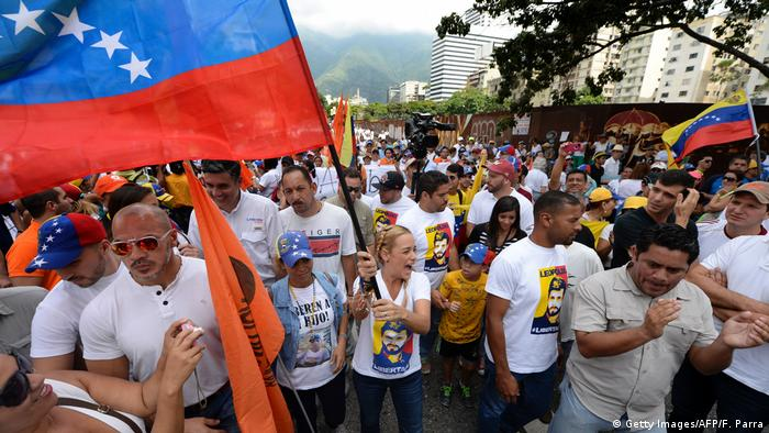 Venezuela Protest gegen Präsident Nicolas Maduro in Caracas (Getty Images/AFP/F. Parra)