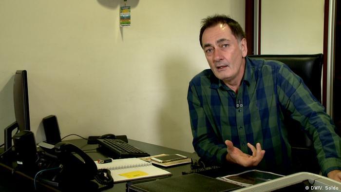 Na adresu Senada Hadžifejzovića i Face TV-a su stizale prijeteće poruke nakon što je u svom dnevniku nekoliko puta tematizirao diplomu direktorice Kliničkog centra univerziteta u Sarajevu, Sebije Izetbegović.