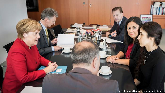 Bundeskanzlerin Merkel trifft UN Sonderbotschafterin Nadia Murad (Getty Images/Bundesregierung/S. Kugler)