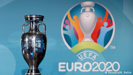 Le logo de l'Euro 2020 et le trophée