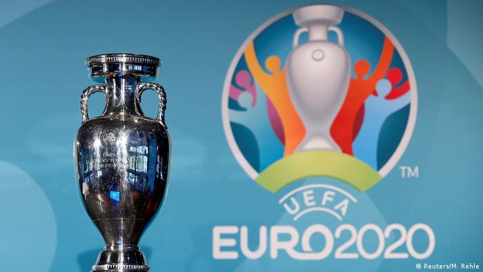 Логотип Євро-2020 та кубок, за який боротимуться збірні