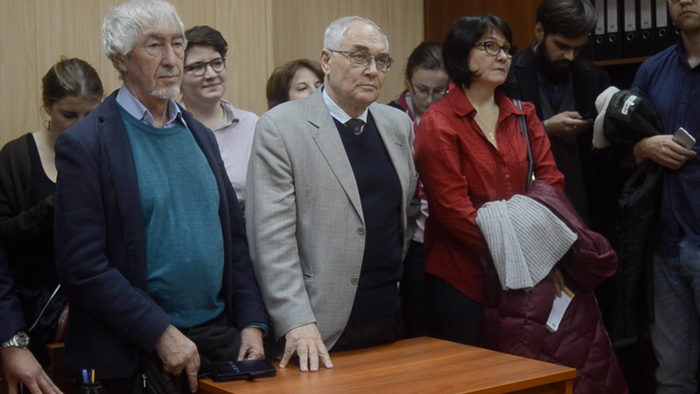Lewada Zentrum vor Gericht Anwalt Alexander Grigoriev