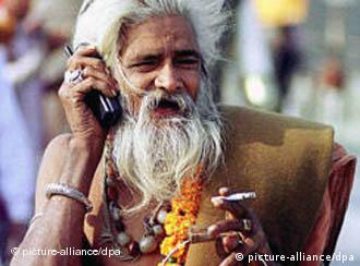 Holy man mit cell phone in india