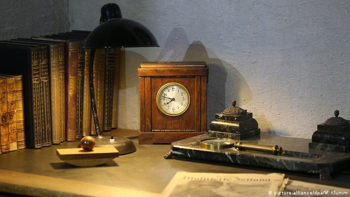 Deutschland   Austellungseröffnung Führerbunker Hitlers Arbeits- und Wohnzimmer
