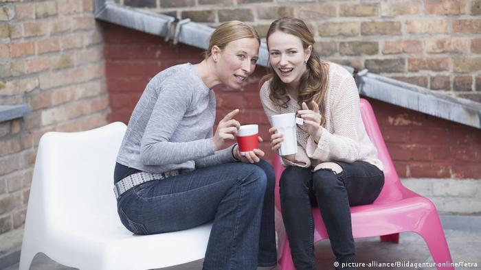 Wörter der Woche | Symbolbild Klatschtante (picture-alliance/Bildagentur-online/Tetra)