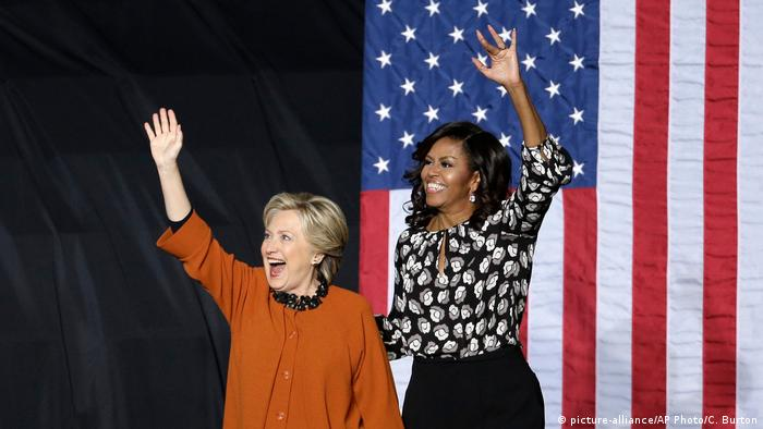 Michelle Obama, Hillary Clinton (picture-alliance/AP Photo/C. Burton)