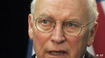 Eski ABD başkan yardımcısı Dick Cheney 'waterboarding' i bir sorgu yöntemi olarak kullandıklarını söylüyor
