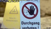 ** ARCHIV ** Ein Schild mit der Aufschrift Durchgang verboten haengt am 10. Juli 2008 in 750 Meter Tiefe in der Schachtanlage Asse in Remlingen bei Wolfenbuettel in einem Kontrollbereich mit kontaminierter Lauge. Der Bund und das Land Niedersachsen wollen am Donnerstag, 4. September 2008, gemeinsam nach einer Loesung fuer das marode Atomlager Asse II suchen. (AP Photo/Joerg Sarbach) --- A sign reads 'Passing forbidden' is seen in a control area of radioactivity contaminated lye in 750 meters depth in the former salt mine Asse in Remlingen, Germany, on Thursday, July 10, 2008. It is a testing ground for ultimate storage of radioactive waste since 1967. (AP Photo/Joerg Sarbach)