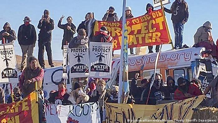 USA Proteste gegen eien Öl-Pipeline in Dakota (picture-alliance/dpa/Morton County Sheriff's Department)