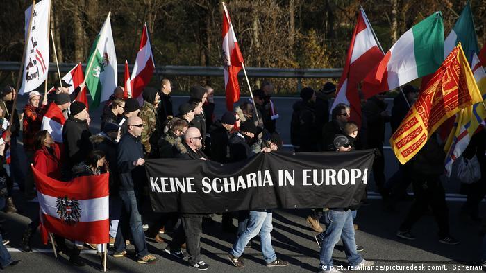 Акция протеста австрийских идентаристов против беженцев, 2015 г.
