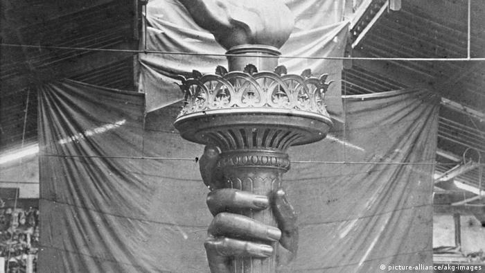 New York Hand der Freiheitsstatue 1876 (picture-alliance/akg-images)