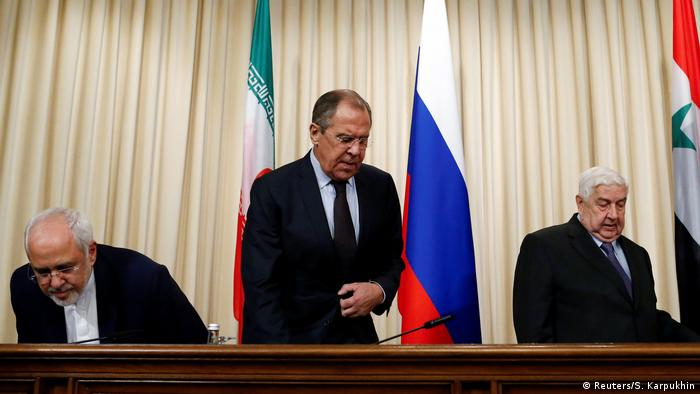 Russland Moskau Außenminister Lawrow, Syrian Foreign Minister al-Muallem and Iranian Foreign Minister Zarif attend a news conference in Moscow