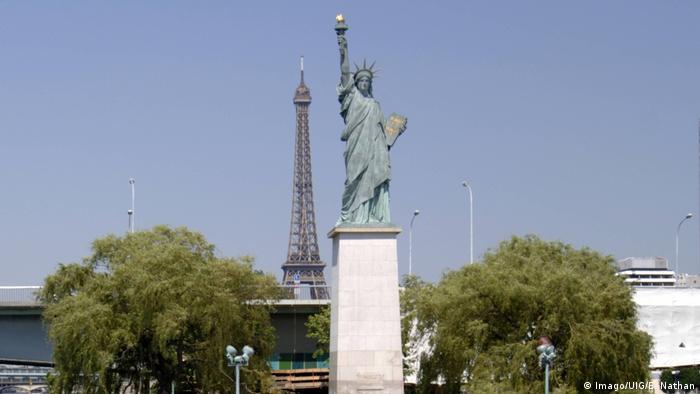 Frankreich Paris Nachbildung Freiheitstatue (Imago/UIG/E. Nathan)