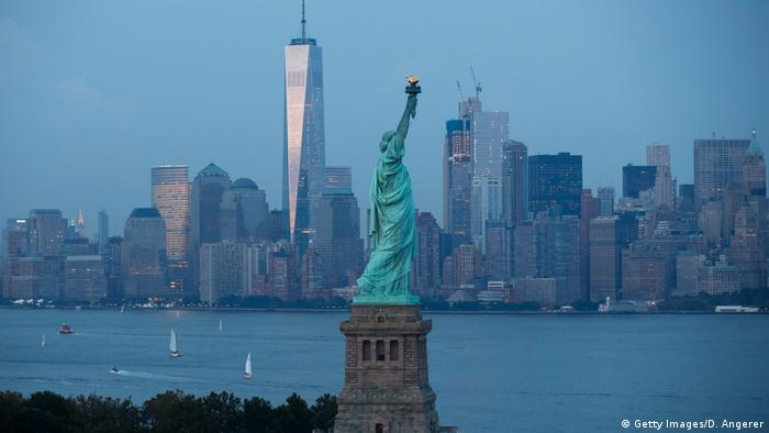USA New York Freiheitsstatue mit Skyline