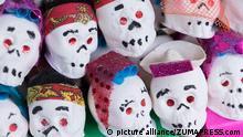 Pequeñas calaveras decorativas para el Día de los Muertos.