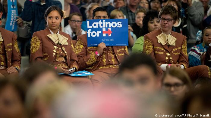 USA Wahlkampf Demokraten Hillary Clinton - Latino Anhängerschaft Colorado (picture-alliance/AP Photo/A. Harnik)