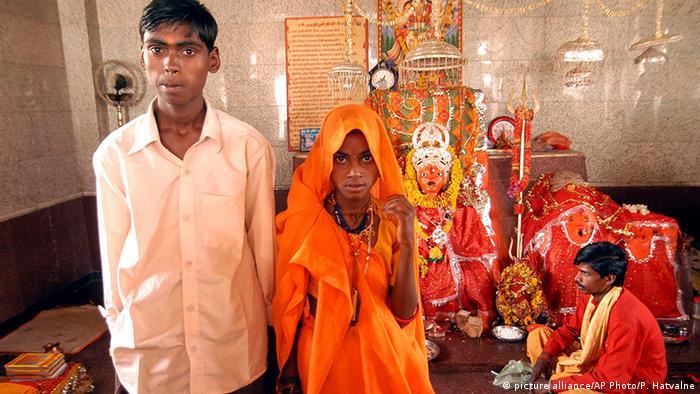 Kinderehe in Indien (picture alliance/AP Photo/P. Hatvalne)
