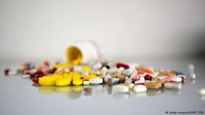 Tabletten Symbolbild Versandverot für rezeptpflichtige Medikamente geplant (Getty Images/AFP/F. Fife)