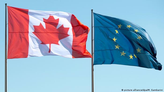 Flaggen von Kanada und der EU (picture alliance/dpa/M. Gambarini)