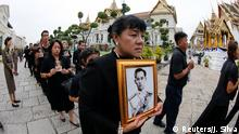 29.10.2016+++ Mourners line up to get into the Throne Hall at the Grand Palace for the first time to pay their respects in front of the golden urn of Thailand's late King Bhumibol Adulyadej in Bangkok, Thailand, October 29, 2016. REUTERS/Jorge Silva