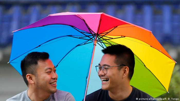 Many of the 82,000 participants in Taiwan's Pride March traveled from China (picture-alliance/dpa/R. B. Tongo)